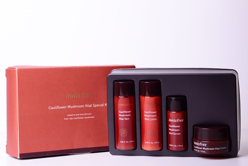Набор миниатюр по уходу за возрастной кожей Innisfree Cauliflower Mushroom Vital Special 4 Kit (8809612879804)